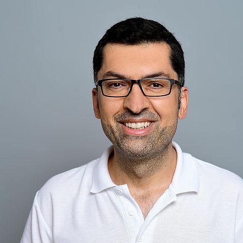 Herr Dr. Hussein  –